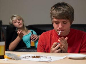 Защо тийнейджърите опитват алкохол?