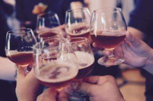 Алкохол по празниците: митове и насоки за безопасност